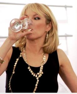 ramona-singer-real-housewives-of-new-york-pinot-grigio-alcoholic
